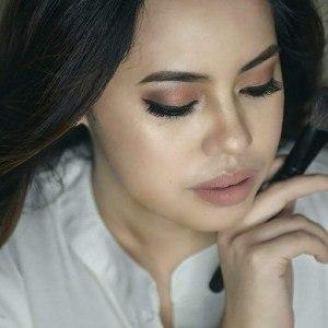 Makeup Artist Camille Ramos